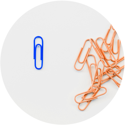 A single blue paper clip and many orange clips